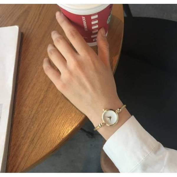 Часы HR золотые с черным 2678