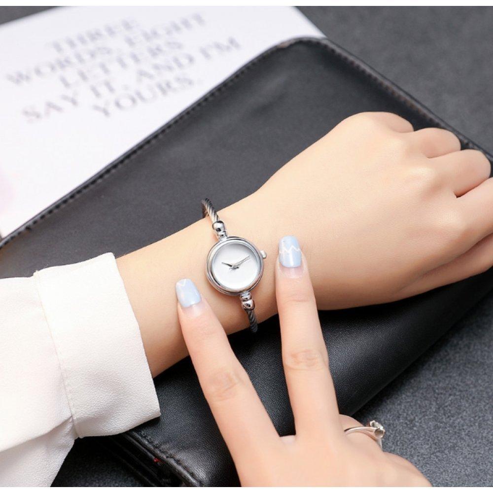 Женские Часы наручные HR белые с черным 2680