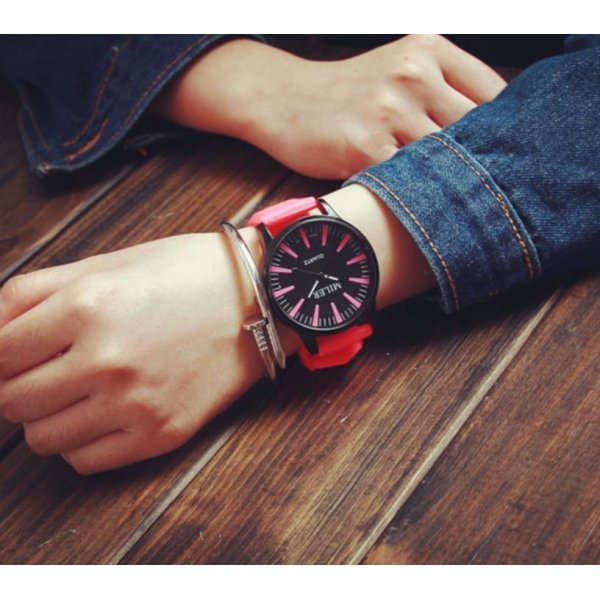Часы MILER красные 2752