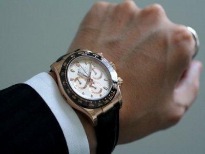 <На какой руке носят часы женщины и мужчины по этикету?