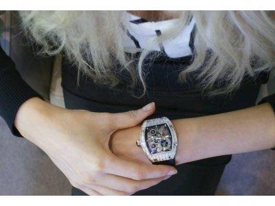 <Как правильно выбрать женские наручные часы?