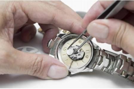 Как самому поменять батарейку в часах?